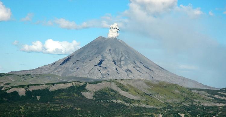 Erupción del volcán Karymsky (r_neches, Foter)