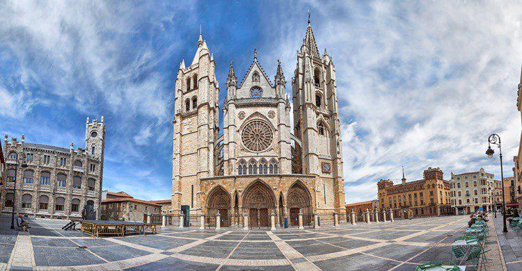 Vista panorámica de la catedral de León. Bbsferrari (iStock)