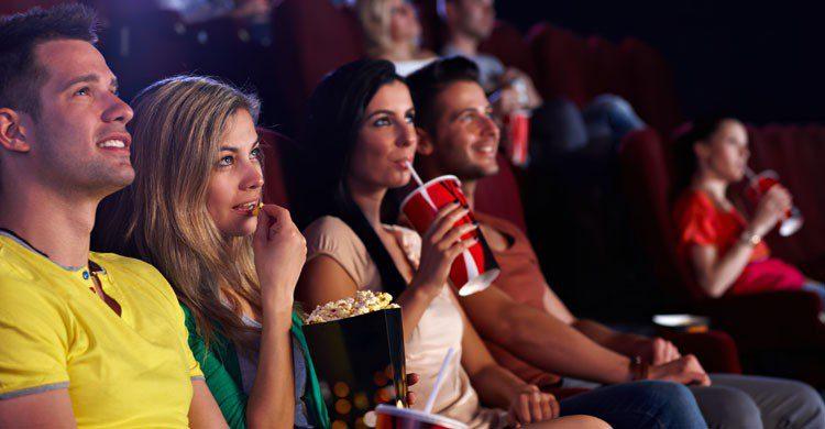 imagen de la sala de cine por la tarde