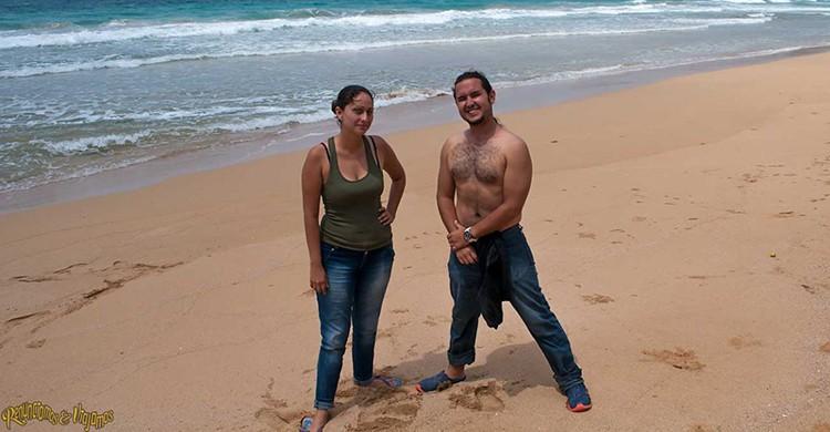 Andrés y Lina posan durante uno de sus viajes