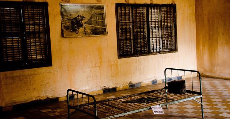 Foto de una de las habitaciones de la prisión letal Tuol Sleng