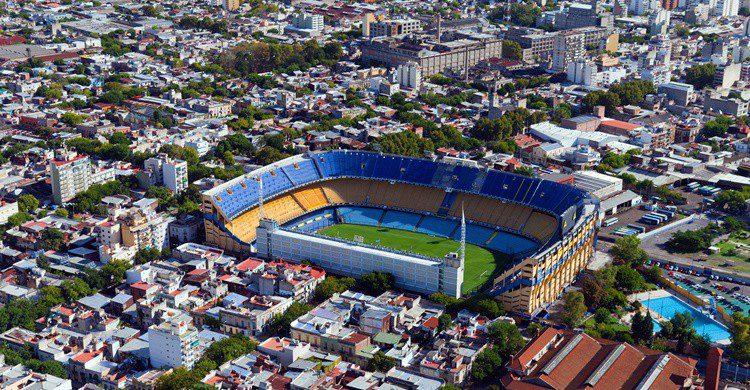 Imagen aérea de La Boca, con el estadio de La Bombonera en el centro. Dmitry_Saparov (iStock)