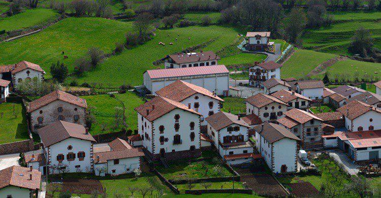 Imagen de uno de los pueblos del valle de Baztán. Mikel Iturbe Urretxa (Flickr)