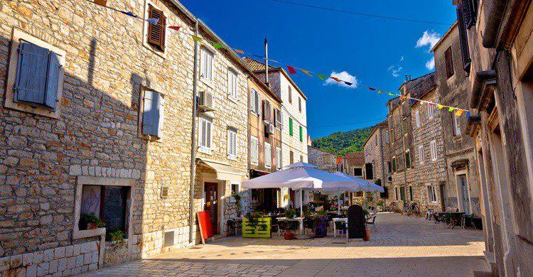 Calle de Stari Grad. Xbrchx (iStock)