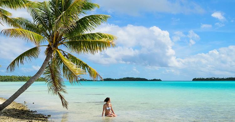 Playa idílica con palmeras en Tahití