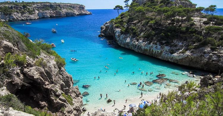Vistas desde lo alto de una playa de Mallorca