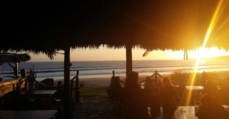 Puesta de sol (La Cabaña de Bolonia, Facebook)