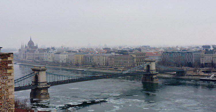 Puente sobre el Danubio en Budapest. Dimitris Kamaras (Flickr)