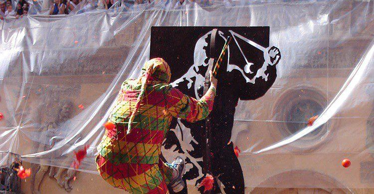 Imagen del Cipotegato y los tomates que se le lanzan. Neva Micheva (Wikipedia Creative Commons)