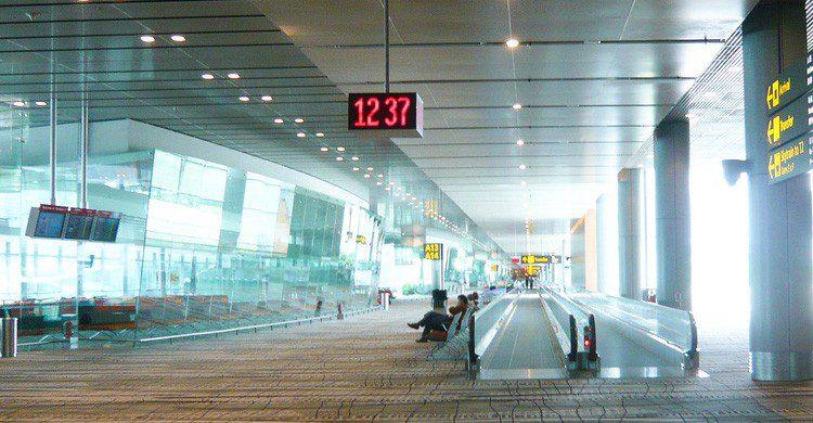 El aeropuerto de Changi es un ejemplo de eficacia entre terminales (Fuente: Andy Mitchell / Flickr)