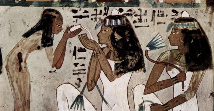 Damas egipcias (Wikipedia)