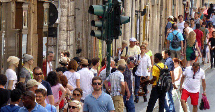 Las transitadas calles de roma donde te sumegirás en acento italiano (Fuente: Sean MacEntee / Flickr)