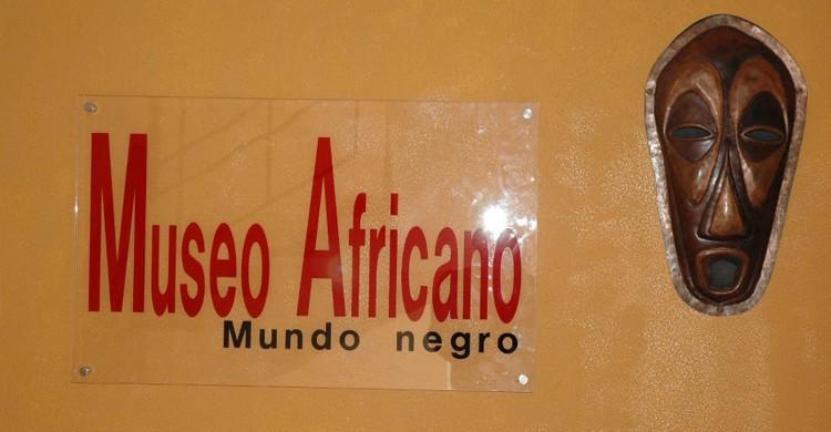 Cartel de entrada (Museo Africano Mundo Negro, Facebook)