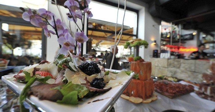 En Momart podrás hacer un aperitivo italiano por unos 10 euros(momartcafe.it)