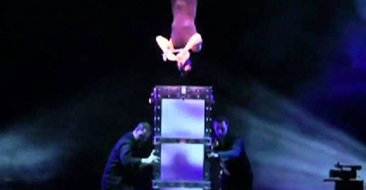 Un fotograma del espectáculo de James Dimmare disponible en Youtube