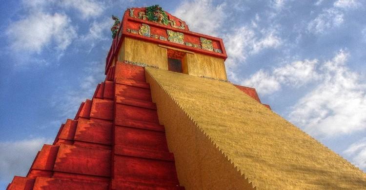 Réplica del templo Tikal del Gran Jaguar (Fernando Reyes Palencia, Foter)