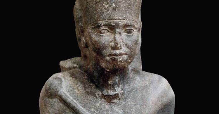 Estatua de Neferefra, antes en Abusir y hoy en el Museo Egipcio de El Cairo (Juan R. Lazaro, Wikimedia)