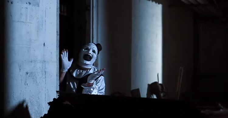 Frame del trailer de All Hallow's Eve (Movieclips Film Festivals & Indie Films, YouTube)