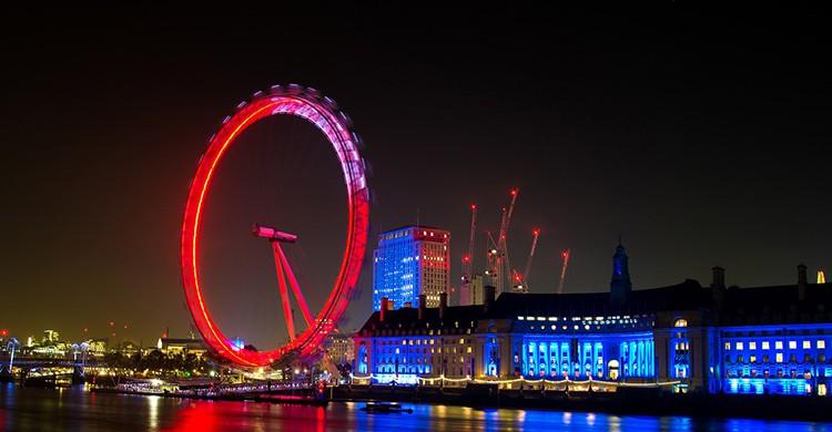 Vistas de la London Eye iluminada