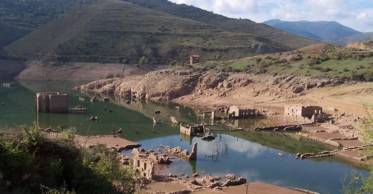 Ruinas del antiguo Mansilla de la Sierra (Juanje 2712, Wikipedia)