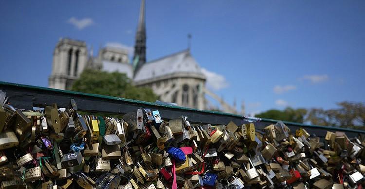 Candados en un puente del Sena e París