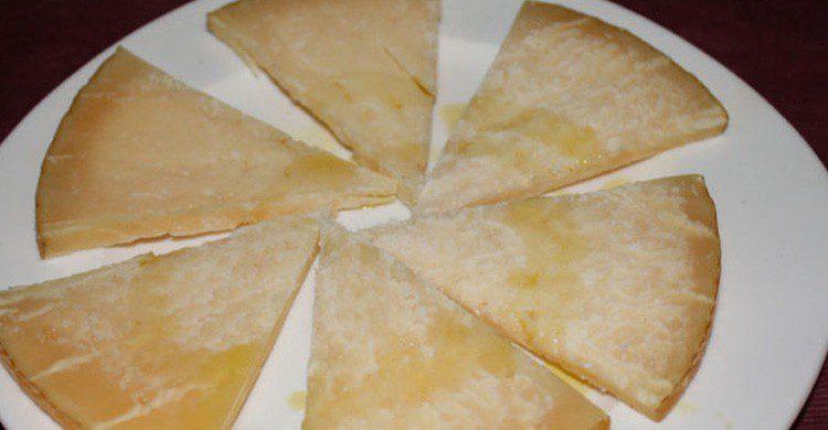 La famosa tapa de queso del Bar El Llar en León (Fuente: Lee / Flickr)