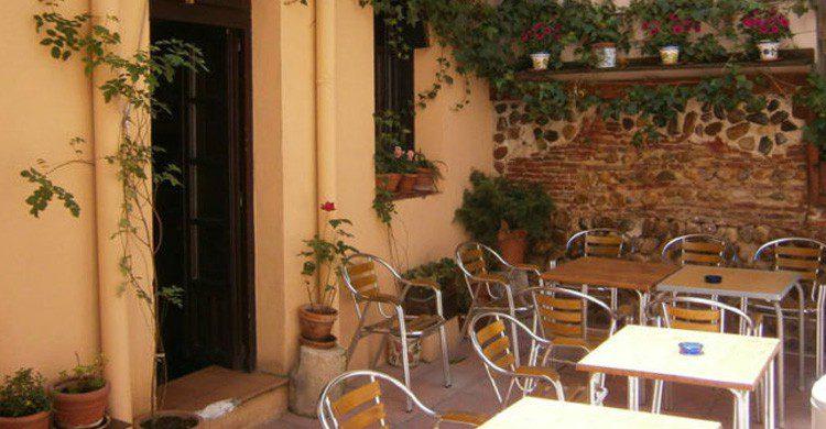 Terraza del bar Oriente Medio en León (Fuente: Facebook Taberna Oriente Medio)