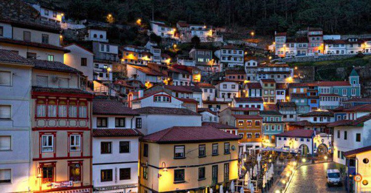 Vistas de Cudillero, en Asturias (Fuente: wikimedia.org)