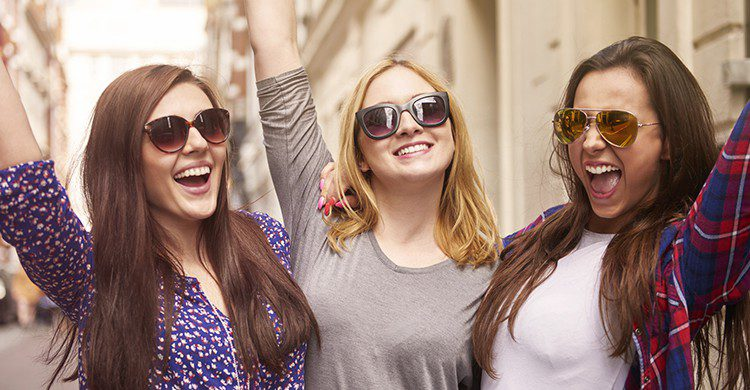 Las mujeres españolas prefieren viajar al sexo (iStock)
