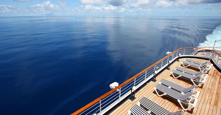 Tumbonas en un crucero
