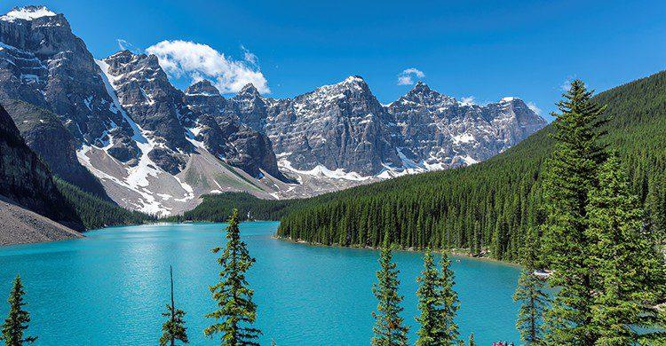 Una de las maravillas de Canadá es el Moraine Lake, en las Montañas Rocosas de Calgary (iStock)