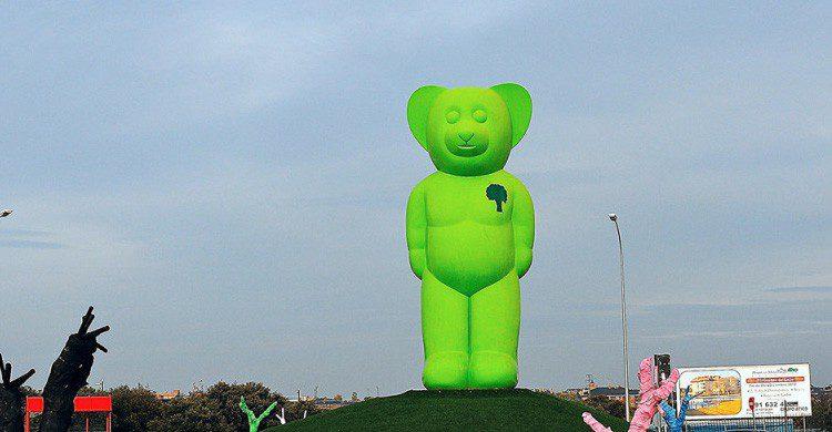 El 'oso verde' de Boadilla del Monte, Madrid (Fuente: España Bizarra en Tumblr)