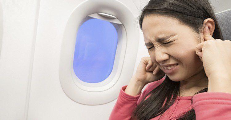 Al abrirse la puerta cuando se está aterrizando los pasajeros solo sufren el ruido del motor (iStock)