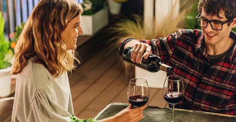 Hay tantos motivos para celebrar con vino que no sabríamos por cuál empezar (iStock)