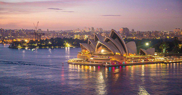 ¡No te asustes! Australia solo prohibe besarse en el colegio, pobres adolescentes...(Pixabay)