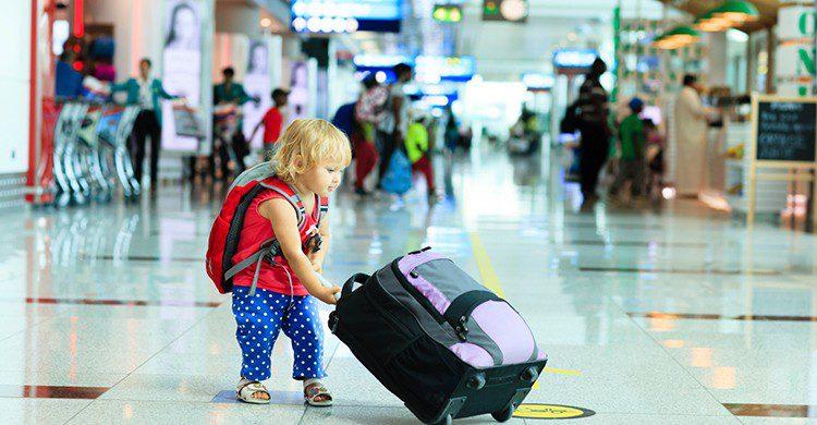 No dejes a tus peques en tierra y llévatelos contigo de vacaciones (iStock)