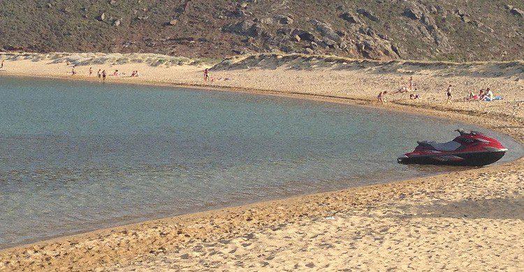 Playa de Panormos en Mykonos, Grecia (Fuente: GanMed64 / Flickr)