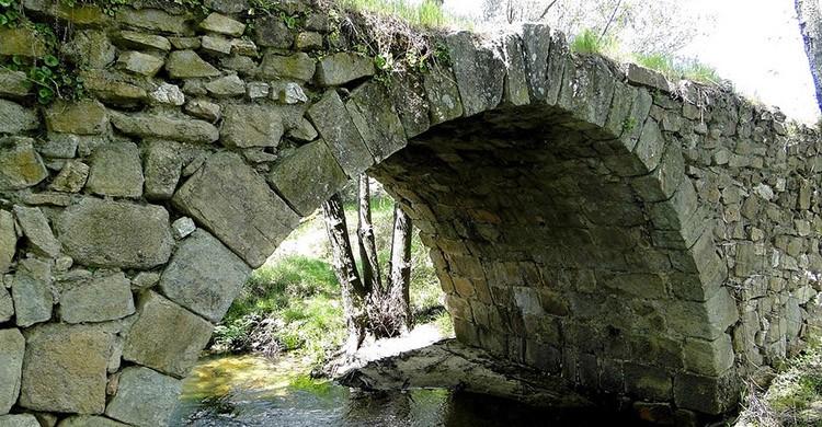 Puente romano en El Berrueco (Santiago López Pastor, Flickr)