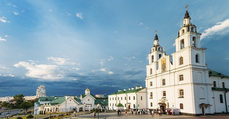 Descubre Bielorrusia y disfruta de sus animadas calles (Istock)