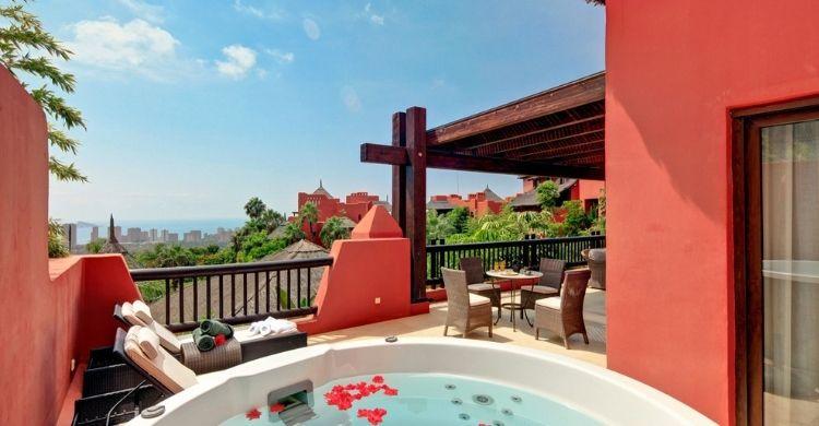 Terraza con espectaculares vistas (barcelo.com)