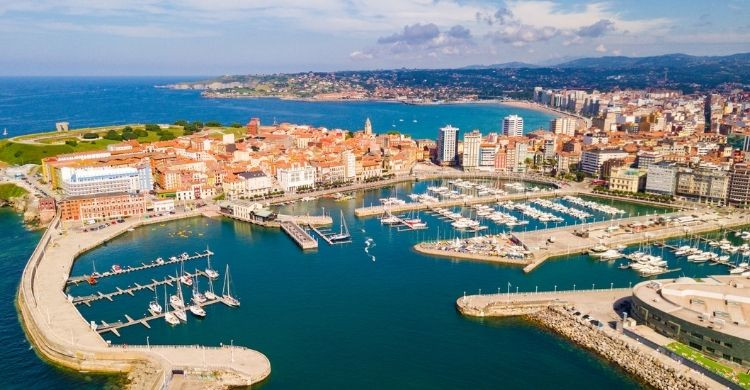 Puerto deportivo Gijón (Istock)