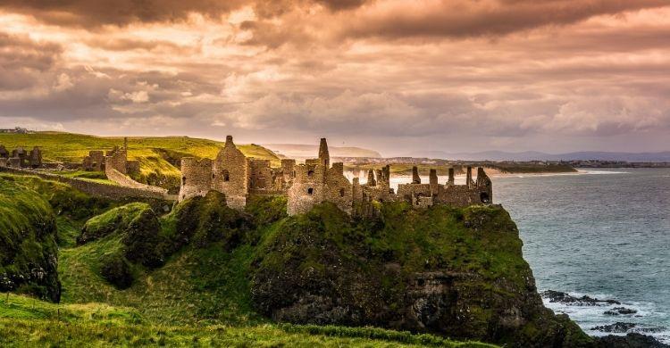 Las ruinas románicas del Castillo de Dunluce (iStock)