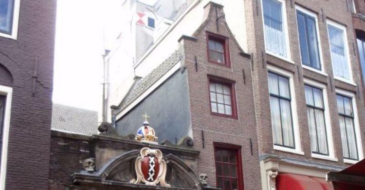 En Amsterdam encontramos varias casas estrechas (Facebook)