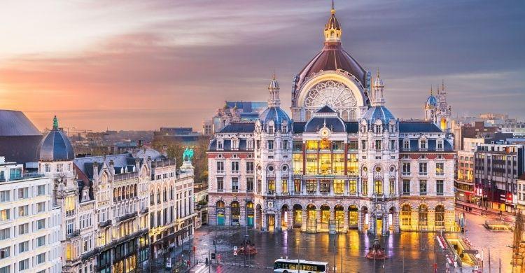 En Bruselas hasta la estación de tren Central es impresionante (iStock)