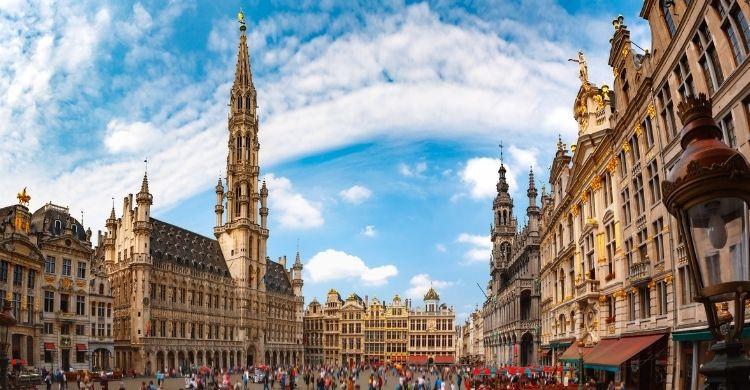 La Grand Place es el corazón de Bruselas, además de una de las plazas más impresionante de Europa (iStock)